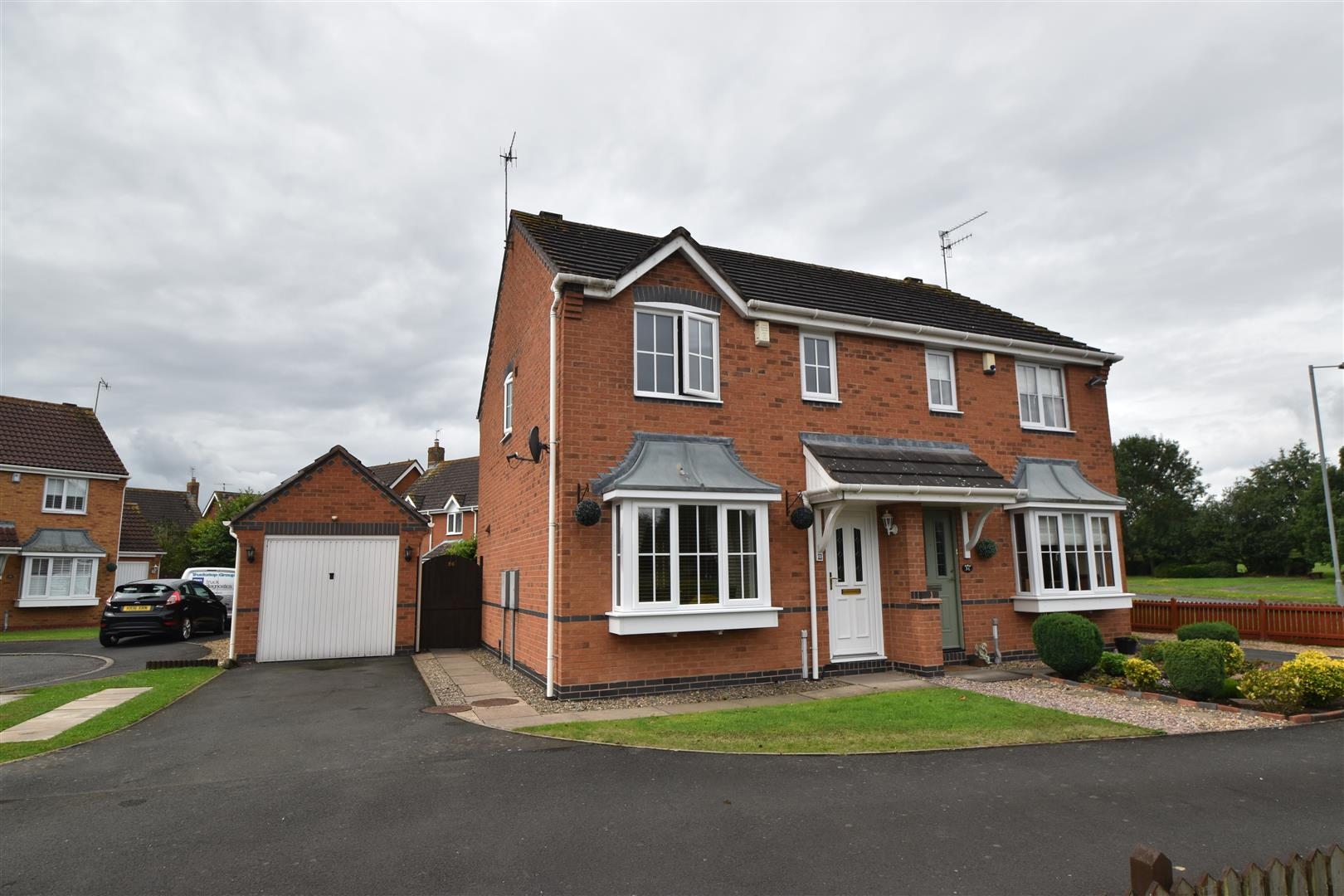 3 Bedrooms Semi Detached House for sale in Showell Green, Droitwich